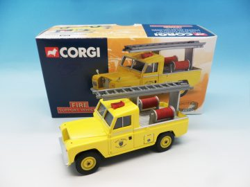CORGI WEST SUSSEX FIRE BRIGADE LAND ROVER 07106 1_43