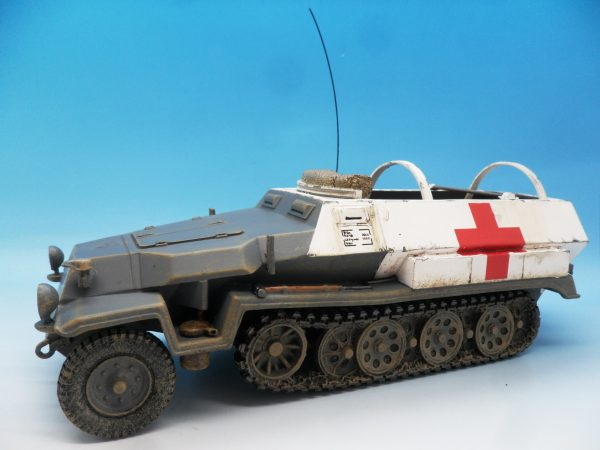 King & Country WW2 Wehrmact Sd.Kfz251 Armoured Ambulance WH005 130 (4)