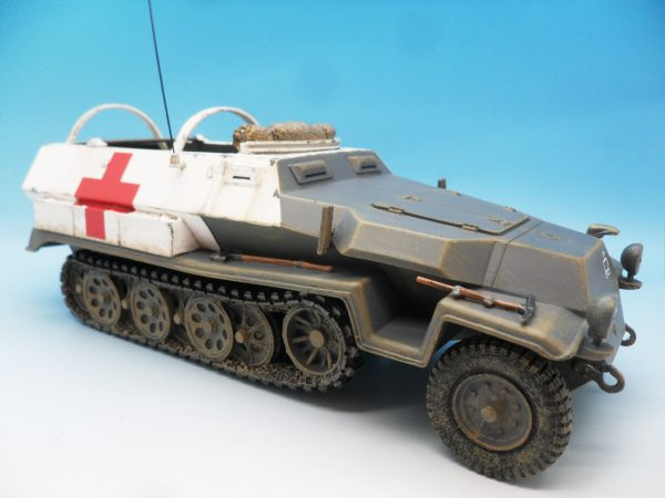 King & Country WW2 Wehrmact Sd.Kfz251 Armoured Ambulance WH005 130 (6)