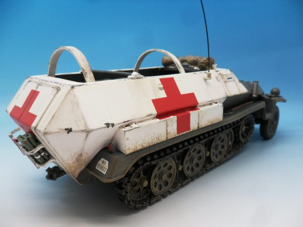 King & Country WW2 Wehrmact Sd.Kfz251 Armoured Ambulance WH005 130 (7)