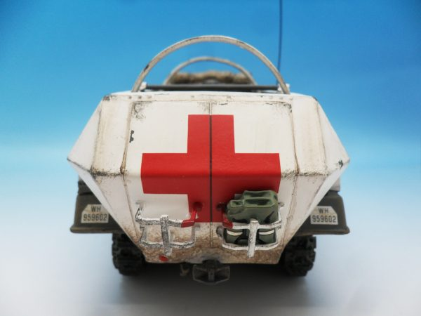 King & Country WW2 Wehrmact Sd.Kfz251 Armoured Ambulance WH005 130 (8)