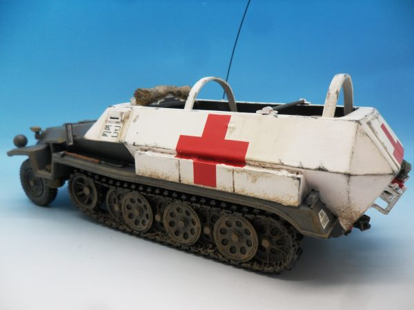 King & Country WW2 Wehrmact Sd.Kfz251 Armoured Ambulance WH005 130 (9)