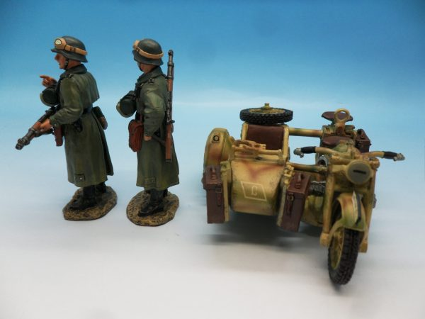 King and Country WW2 German Forces Road Block 2 Dismounted Eldgendarmes and motorcycle WSS88 130 (6)